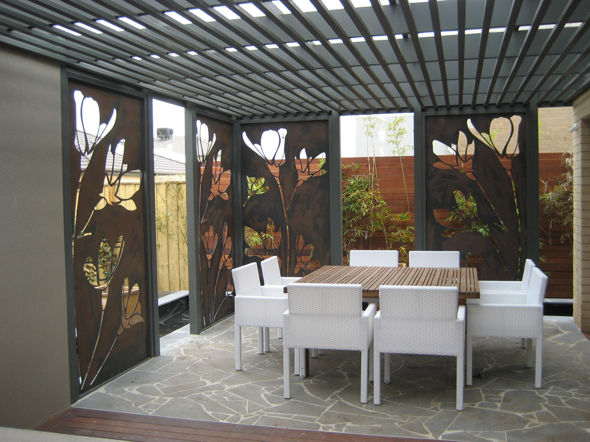 Signgroup for Large outdoor privacy screen